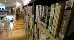 ksiązki na półce w bibliotece